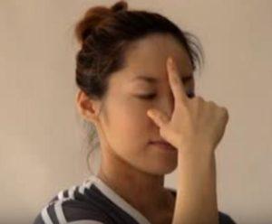 アーユルベーダヨガ 方鼻呼吸のポーズ
